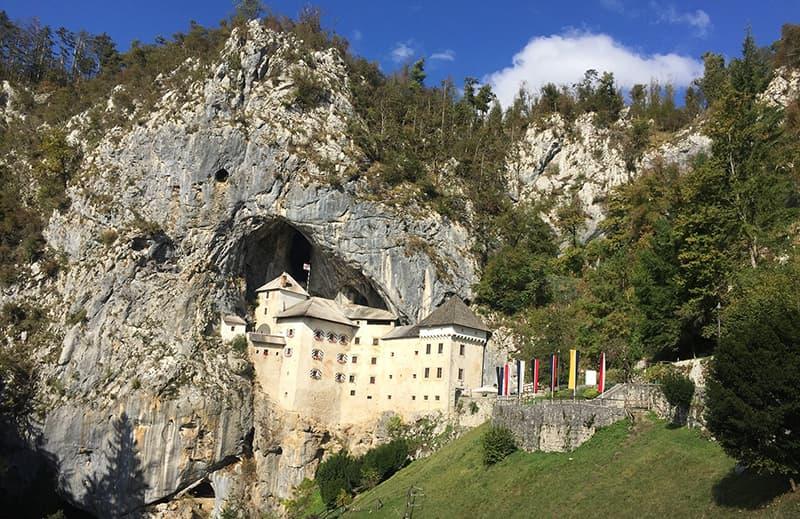 Château Predjama falaise